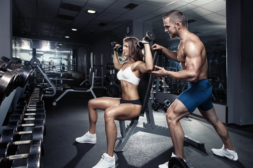 gym-men-train-women-workout-fitness-dumbbells.jpg